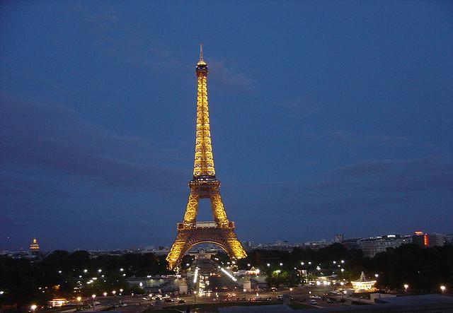 by Eustaquio Santimano - http://freepictures.cc/image/night-view-eiffel-tower-paris-france